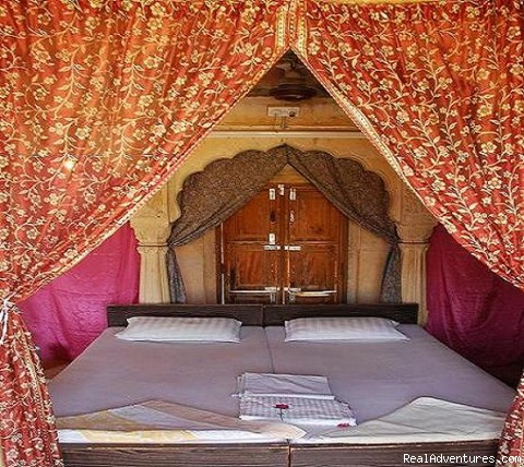 Bed with saree curtains. - HAVELI Hotel SURAJ