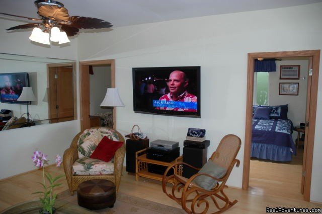 Large Living Room w/ Flat Screen TV | Image #2/8 | Ocean Front Lahaina Sunset Home!