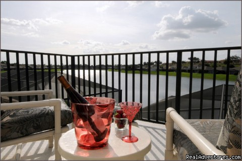 Private Balcony - Stunning Lakeside Villa, 4 Miles to Disney