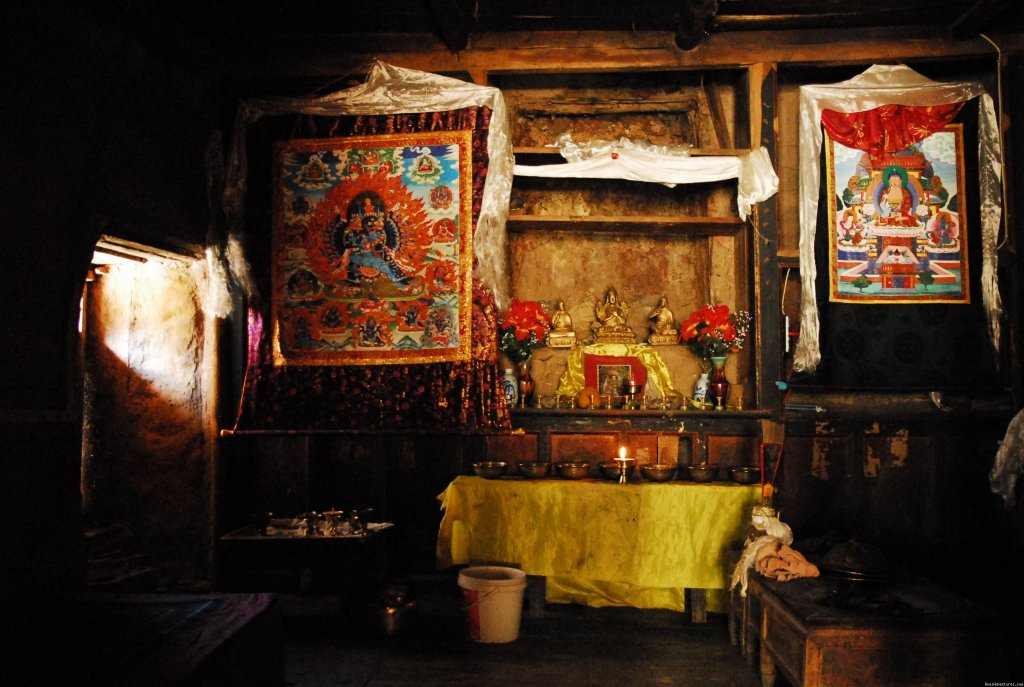 Prayer place in Tibetan House, Aba County, Sichuan | Image #3/22 | Great Driving Journeys of the World