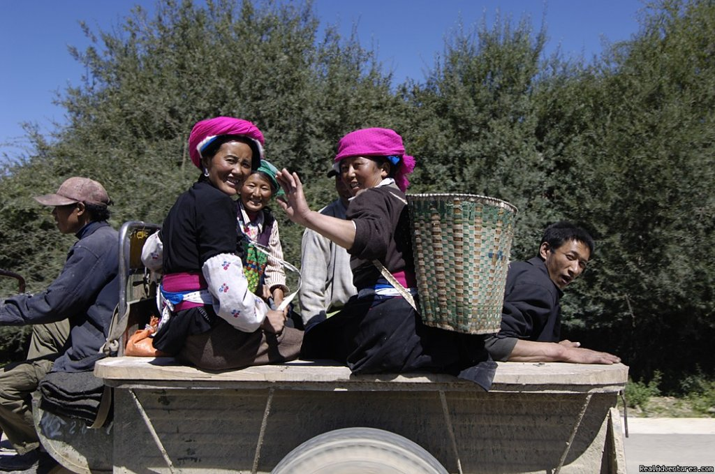 Tibetan farmers on way to work, Yunnan | Image #7/22 | Great Driving Journeys of the World