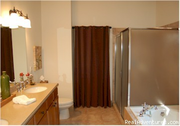 Master Bath with Jetted Tub, Shower, Closet, Dual Vanities (#7 of 24) - Mountain Vista Home Rental in Big Canoe Resort