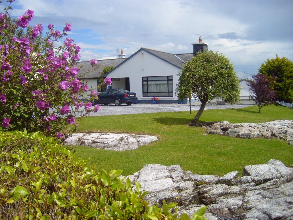 Bed/Breakfast Accommodation in the West Coast of Ireland .This very scenic fishing village of Barna is along the sea shore, with several world class restaurants, beaches, beautiful walks and is en route to the famous region of Connemara.