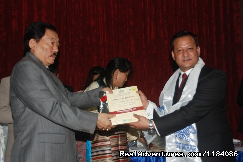Yak n Yeti receives best adventure tour operator award - trekking and mountaineering in Sikkim India