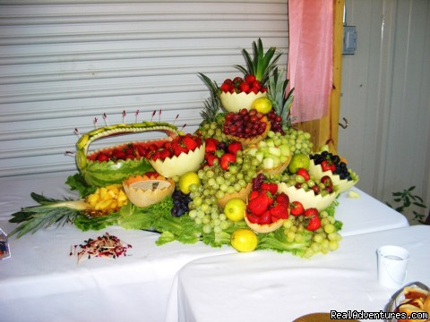 Cart Barn Inn offers delicious fruit table - Cart Barn Inn