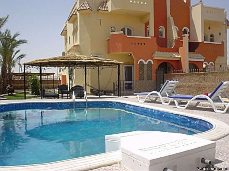 Looking for privacy? You are more than welcome. Our apartments with private swimmingpool. splendid luxuriously villa ground floor apartment with garden, barbeque and private swimming pool in hurghada - Egypt for rent. maximum 8 persons.