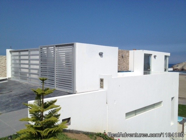 Main Entrace, 2 car garage and utility space. | Image #6/8 | Brand New Beachfront House - Peru (Las Palmeras)