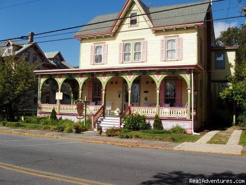 Rent a Victorian B&B, 2 blocks to the beach