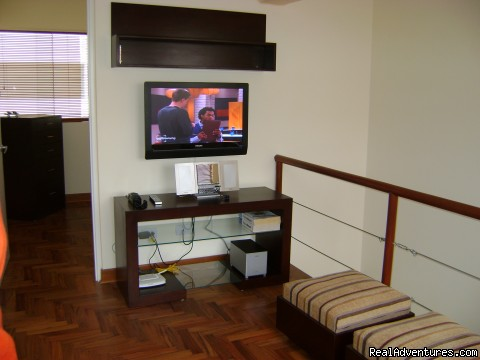 Loft TV Room - NEW 2 bd 3 bth duplex just behind the JW Marriott