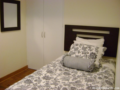 Second Bedroom with two twin beds - NEW 2 bd 3 bth duplex just behind the JW Marriott