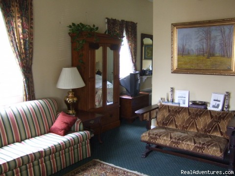 The Grande Suite - Chez Palmiers Bed and Breakfast