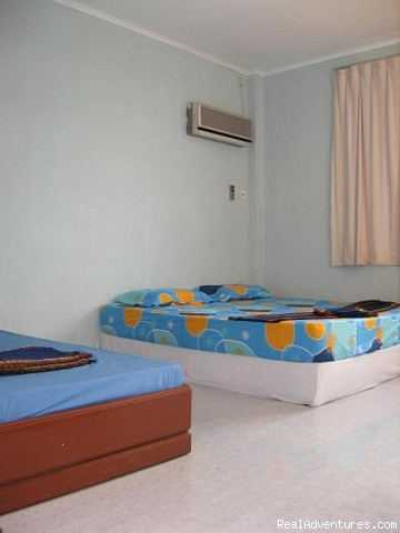 Air Con Triple Room Ensuite Bathroom - Borneo Global Sipadan Backpackers & Dive Centre