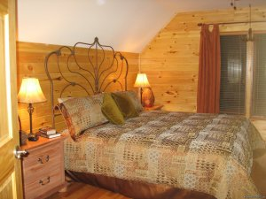 Cabin retreat off the Blue Ridge Parkway fleetwood, North Carolina Vacation Rentals