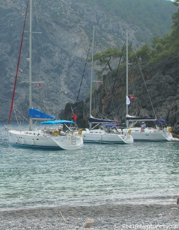 Boat trips to Asi Beach - British operated Boutique Hotel & Bar