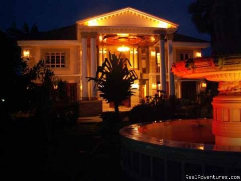 Queen Villa by night - Queen Villa Ankgor