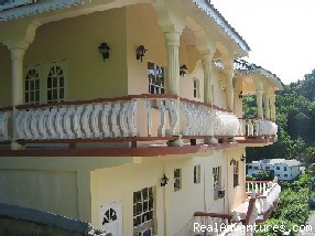 Rich View Hotel: View of the Balcony from outside