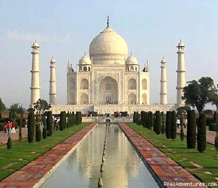 Taj Mahal - A Syambol of Love - Colorful & Incredible India Tours & Packages