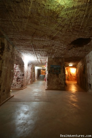 6.5m Underground Dorm Hallway - Underground Accommodation