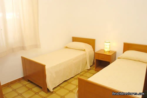 BEDROOM WITH TWO SINGLE BEDS | Image #9/10 | Sicily Holiday Home Rent Euro 20 Per Person