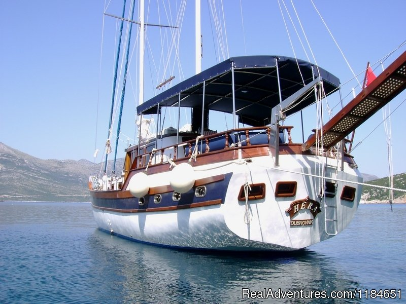 m/s Yacht Hera- in navigation in the spectacular islands of Croatia-----Charter exclusive for max 8 person in 5 cabins with private toilette and air conditioning (Rental whole boat) -Best prices directly by Shipping Company