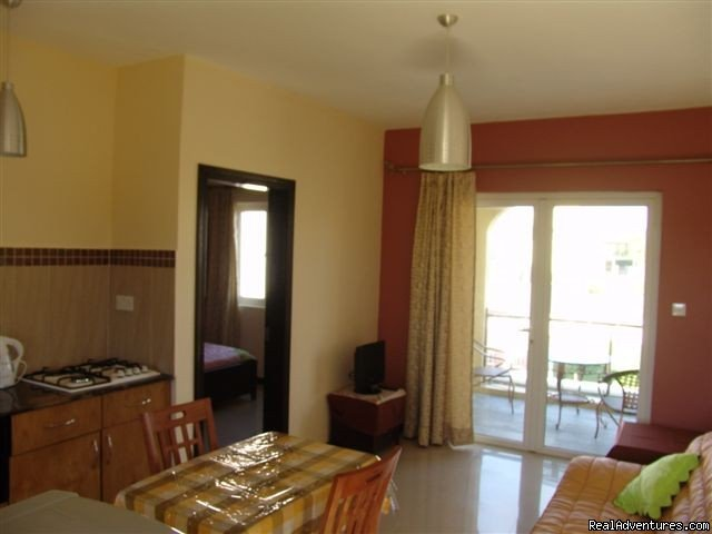 Villa Narmada Living room 1 BD apt | Image #5/10 | Selfcatering luxuous hotelrooms near the beach