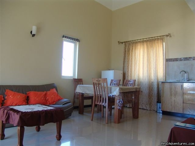 Villa Narmada Living room 2 BD apt | Image #6/10 | Selfcatering luxuous hotelrooms near the beach