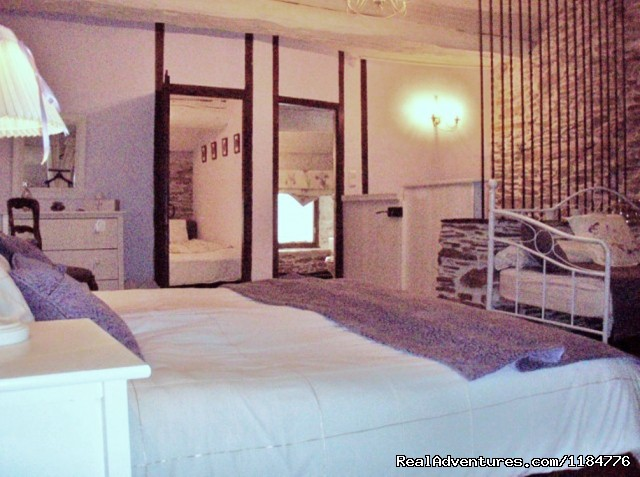 La Suite Fleur de Lys (40sqm) Sleeps 1-6 in 2 rooms - There is a little bit of magic in the Cabardes