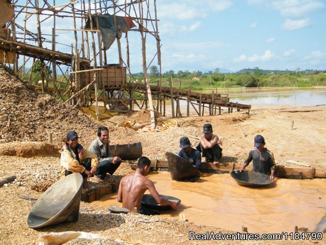 Cempaka Diamond Digging - Borneo Tour Guide