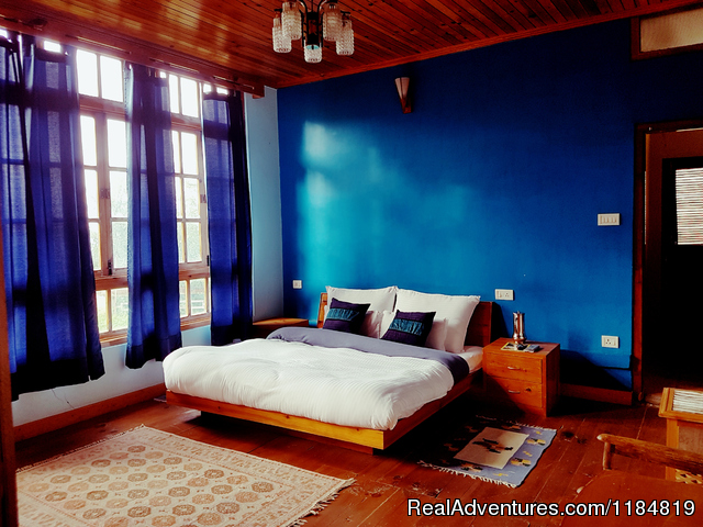 Luxury Wooden Deluxe Room - Dwarika Residency shelapani shimla hills