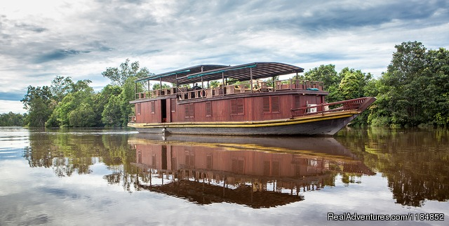 Rahai'i Pangun 2 at dawn on the Rungan River - Orangutan and Dayak Village Cruises