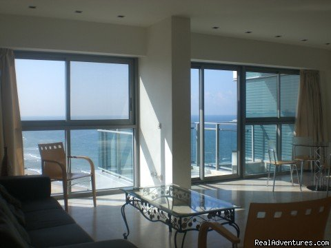 For rent Spacious 3 rooms, fully furnished, with Magnifical sea view, near beach and with swimming pool in the complex in the  marina Herzlya Pituach, in the residence named Okeanosnamarina. The apartment has double living and 2 bedrooms, 2 bath, sea