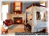 - 1851 Historic Maple Hill Manor Bed & Breakfast