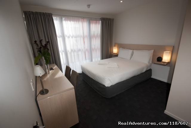 modern bedroom - Tetra Waldorf Budgets Serviced Apartments,Auckland