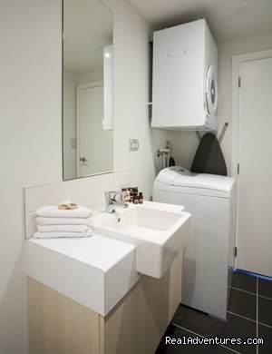 bathrooms with full laundry - Stadium Waldorf Apartments Hotel Auckland