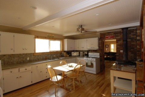 The McCloud Vacation Home's Kitchen & Dining Room - McClould Vacation Home, Mt. Shasta