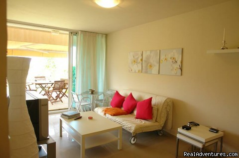 Luxury Garden Apartment in Neot Golf Caesarea living room
