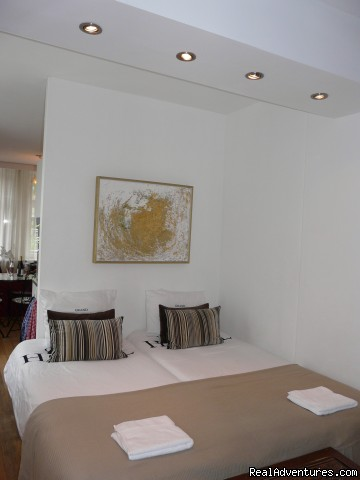 this is the very comfortable bedroom of La vie en Rose II (#4 of 13) - La Vie en Rose B&B Amsterdam