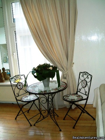 nice french table with chairs of la vie en Rose  - La Vie en Rose B&B Amsterdam