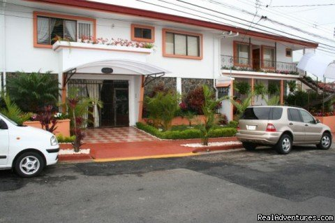 Bed & Breakfast located near US embassy makes the perfect strategical point for exploring San Jose City and Costa Rica.