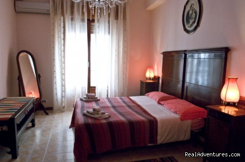 Image #2 of 26 - Il PESCO, a Mediterranean Style Apartment