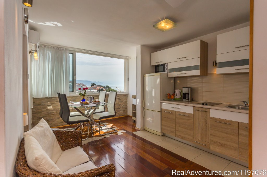 Kitchen and dinning area | Image #10/22 | Sunny apartment with sea views close to the sandy