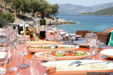 Lunch in a cove in Turkey - Peter Sommer Travels: tours in Turkey Greece Italy