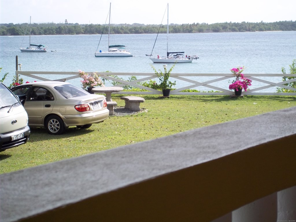 Cars and Boats | Image #12/17 | Reef View Apartments
