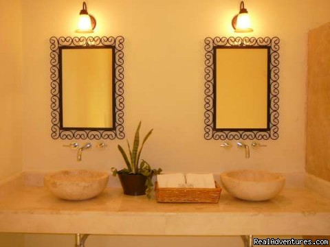 Bed & Breakfast Merida Santiago - marble sinks | Image #12/14 | Hotel Merida Santiago in Merida Downtown
