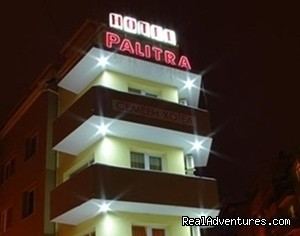 Palitra Family Hotel: Palitra Hotel at Night