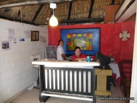 Hotel Paseo Sol beach mar costa sol El Salvador: Friendly Front Desk Staff