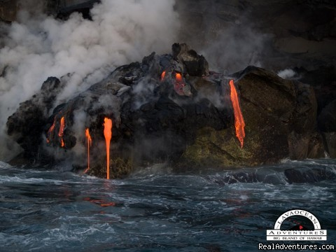The new Kilauea Lava Flow Kupapa'u  - Hawaii Volcano Tour by boat  to view active lava