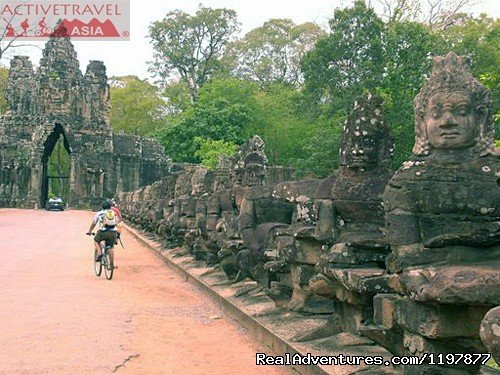 Cycling tours to explore Angkor Wat, Cambodia | Image #4/10 | Cycling to Coastal Cambodia 8 days