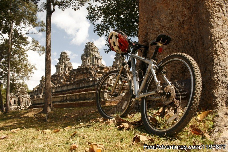 Cycling tours to explore Angkor Wat, Cambodia | Image #6/10 | Cycling to Coastal Cambodia 8 days