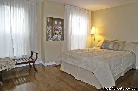 - Comfy Guest House and Suite Downtown Toronto